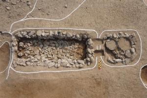 집 지으려 팠더니… 신라무덤 무더기 발견