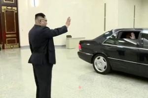[포토] '굿바이 폼페이오' 배웅하는 김정은 국무위원장