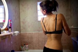 마른 몸매의 모델이 나오는 잡지 표지가 문제인 이유