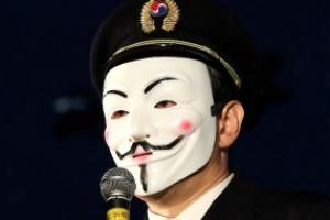 대한항공 총수일가 퇴진 집회에 '땅콩 박' 등장