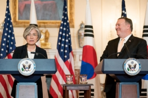 강경화-폼페이오 통화…北고위급회담 연기통보 논의