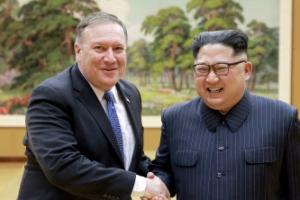 """폼페이오 """"비핵화 때 북한 주민들 고기 먹는 건강한 삶 살 수 있다"""""""