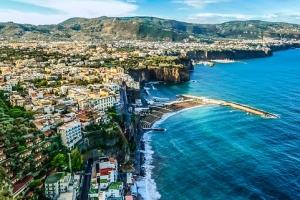 이탈리아 소렌토 호텔직원 5명, 영국 여성 집단 성폭행 혐의로 체포