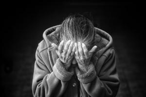 90세 어머니 쇠망치로 때린 장애인 딸, 징역형 집행유예