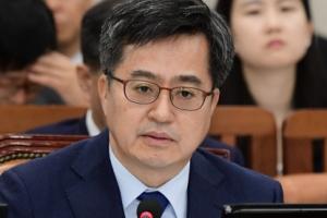 [서울포토] 의원들의 질의에 답하는 김동연 부총리