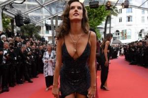 [포토] 알레산드라 앰브로시오, 아찔한 드레스 아찔한 포즈