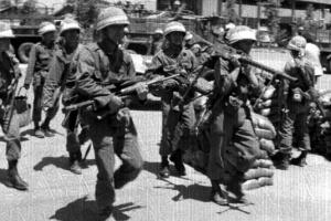 """""""5·18 당시 계엄군 소총에 대검 장착""""…軍 내부문건서 첫 확인"""