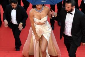 [포토] 아드리아나 리마, '아찔한 레드 카펫 워킹'