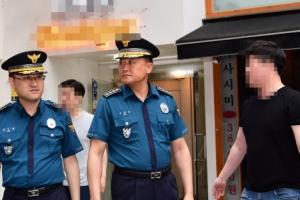 [서울포토] 강남 살인사건 현장서 항의 받는 이철성 경찰청장