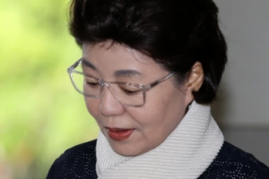 [포토] '항소심 선고 출석하는' 박근령 전 육영재단 이사장