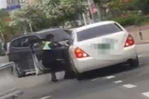 경찰 매달고 질주, 도주로 막은 시민 영웅 화제