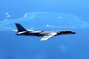 中 폭격기, 남중국해 섬 지역 첫 착륙…긴장 고조 우려