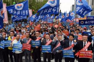 """의사들 대규모 거리 집회…""""문재인 케어 중단하라"""""""