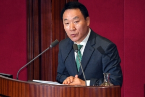 [서울포토] 국회 본회의서 발언하는 염동열 의원