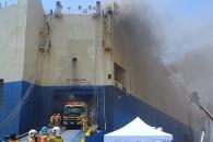 [영상] 인천항 선박 화재...소방당국 진화 난항