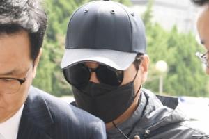 [서울포토] '비공개 촬영회 모집책' 얼굴 가린채 경찰서로