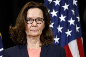 """해스펠 취임식 간 트럼프 """"CIA 훌륭히 이끌 것"""""""