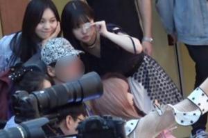 '인성 갑' 여자친구, 거동 불편한 팬 위한 감동 배려