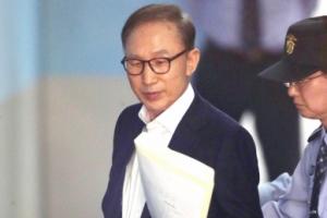 [서울포토] 구속후 62일만에 모습 드러낸 이명박 전 대통령