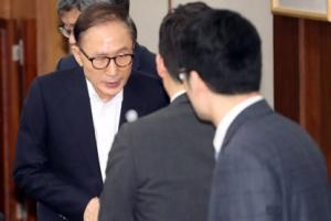 [서울포토] 첫 공판에 출석한 이명박 전 대통령
