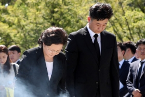 노무현 전 대통령 9주기 추도식…'평화가 온다'