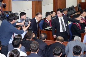 """MB의 10분 법정 항변… """"삼성 뇌물 혐의는 충격이고 모욕"""""""