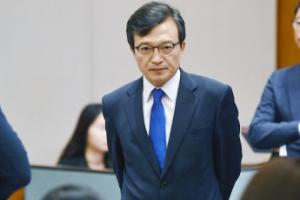 [서울포토] 기자들 질문받는 김의겸 청와대 대변인