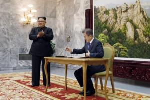 형식도 생략한 만남…김정은 '文의 북·미 중재' 절실했다