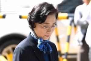 [서울포토] 경찰 출석한 이명희...'오늘은 공손하게'
