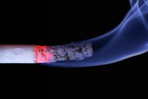 기내 흡연 말리는 승무원, 발로 걷어 찬 20대 여성 징역형