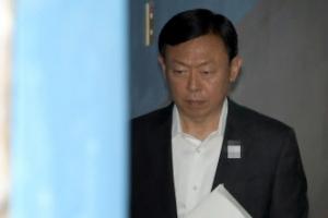 """신동빈 """"朴에 면세점 재취득 도와달라 말하지 않았다""""…항소심 첫 재판서 적극 부인"""