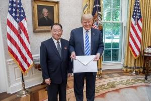 """트럼프식 대북 계산법… """"체제 안전은 美, 원조는 한·중·일"""""""