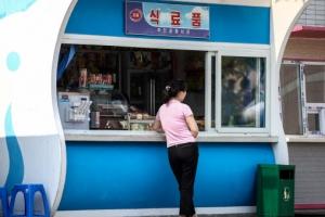 [포토] 더워진 날씨…'북한 여름맞이 풍경'