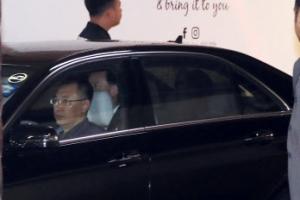 [포토] 블라인드 쳐진 北 김창선 차량