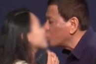 방한 두테르테 필리핀 대통령, 교민 행사서 여성에게 …