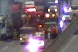 김천 부근 경부고속도로에서 승용차, 화물차 들이받아…1명 사망