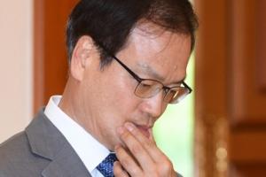 [서울포토] '대통령을 기다리며...' 허익범 특별검사 임명장 수여식