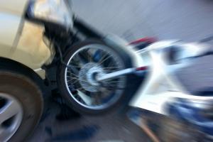 용산 미군기지 앞 승용차, 오토바이 충돌로 2명 사망