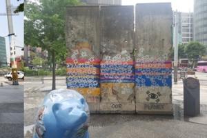 청계천 베를린장벽에 한밤중 낙서…예술인가 범죄인가
