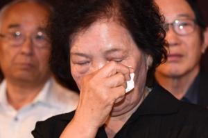 [서울포토] 눈물 흘리는 배은심 여사