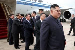 김정은 동선 007작전…항공기 3대 띄우고, 공중에서 편명 이례적 변경