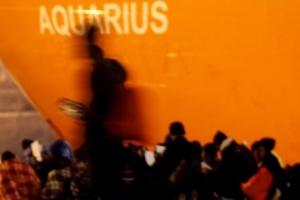 """이탈리아와 몰타 629명 태운 난민선 """"네가 받아라"""""""