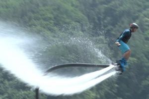 '물 위를 날다' 이색해양스포츠 워터젯 플라이보드