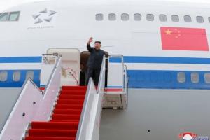 """중국, 항공기 제공 질문에 """"북한이 요청해서"""""""