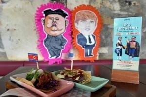 가짜트럼프와 셀피·로켓맨 타코 완판…북미회담 마케팅 '호황'