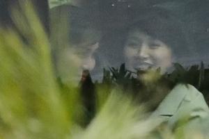 현송월 단장 갑자기 외출...미소 짓는 북한 수행원은 누구