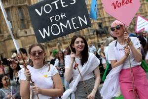 '평등한 목소리' 100년 전 그날처럼… 영국 여성 10만여명 거리로