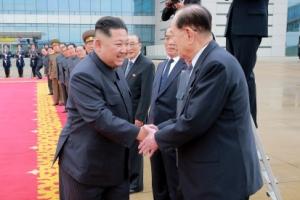 김정은 싱가포르행 신속 보도… 리커창 전용기 임차까지 공개