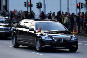 '비스트' vs 전용차… 김정은, 美와 대등한 정상국가 연출