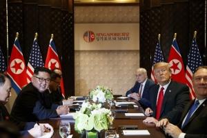 """CNN """"북·미 정상, 대화 동력 잇기로 약속하는 합의문 서명"""""""